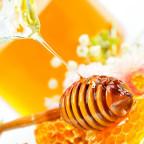 Мед на ложечке фото
