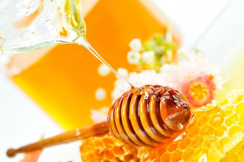 Природное золото меда поможет бороться с морщинами на лице