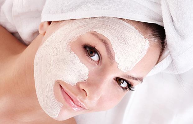 Нанесение маски на лицо фото
