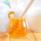 Молоко и мед для маски фото