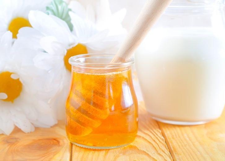 Молоко и мед — все что нужно для вашего лица в одной маске