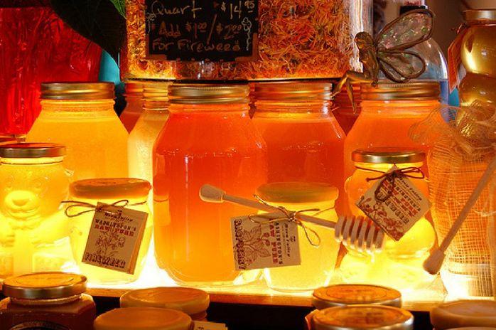 Разные виды меда в баночках фото