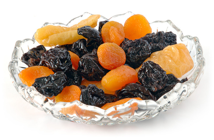 Сухофрукты на блюде фото