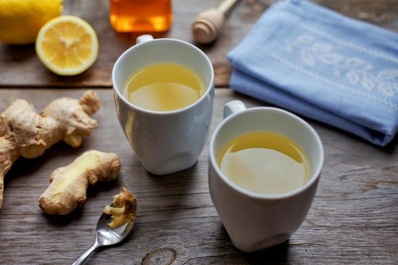 Имбирный чай в кружках фото