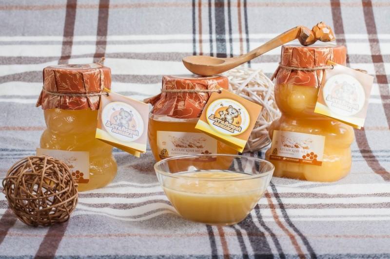 Фото загустевшего пчелиного продукта в баночках