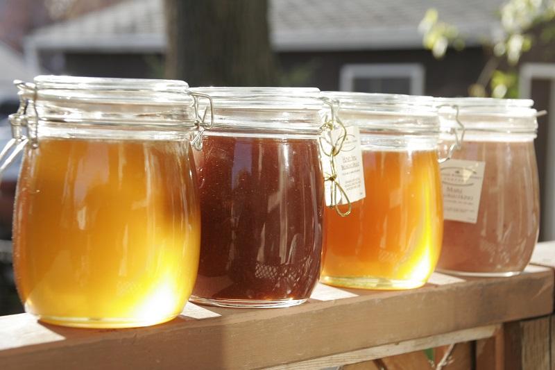 Фото разнообразного меда в баночках