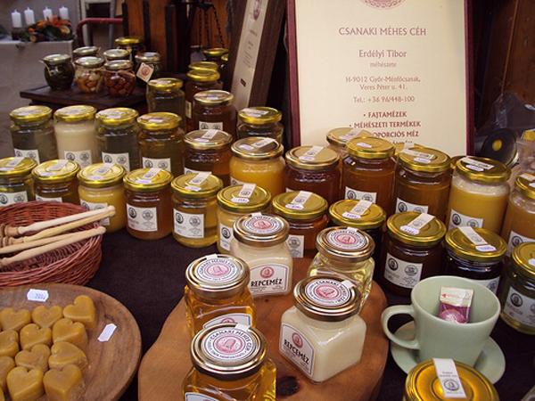 Фото баночек с разными сортами меда