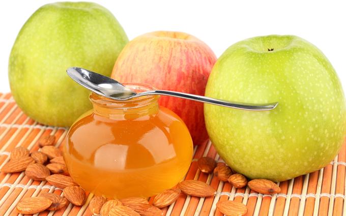 Фото баночки с медом, яблок и орехов