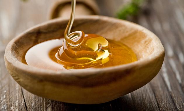 Фото деревянная миска с медовой массой