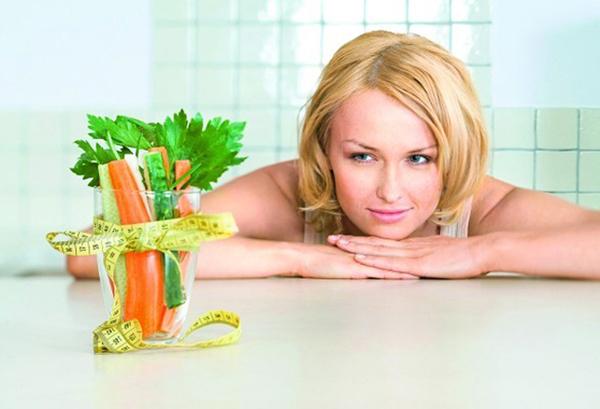 Фото девушки с овощами и сантиметром