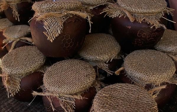 Фото горшочков перевязанных мешковиной