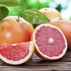 Фото грейпфрутов на столе