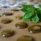 Фото капель зеленого меда