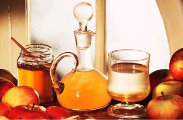 Фото коктейля, уксуса, меда и яблок