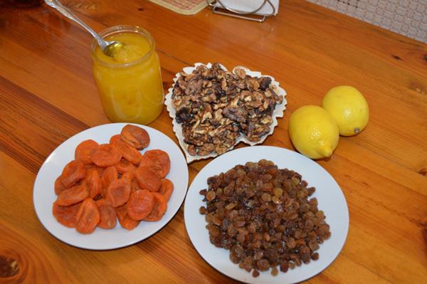 Фото кураги изюма, орехов, лимона, меда