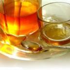 Фото меда и чашки на блюдце