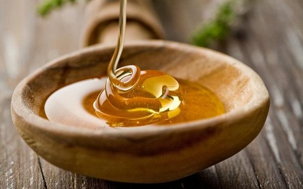 Фото меда в деревянное пиале