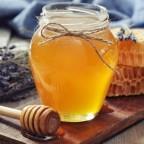 Фото натюрморта с медом и лавандой