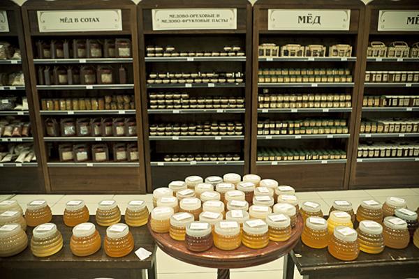 Фото прилавков с разными видами меда