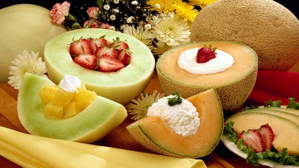 Фото разных сортов дыни с другими продуктами