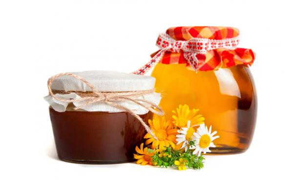 Фото стеклянной и непрозрачной банки меда перевязанных тканью