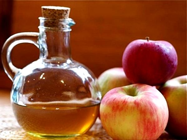 Фото яблок и графина уксуса