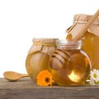 Фото баночек с медом и ложки-колотушки