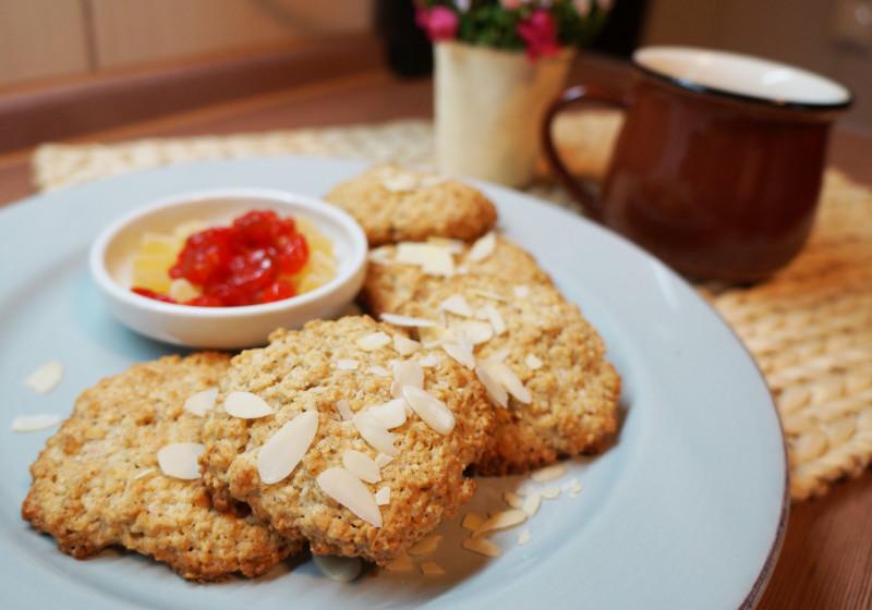 Фото овсяных печений на тарелке