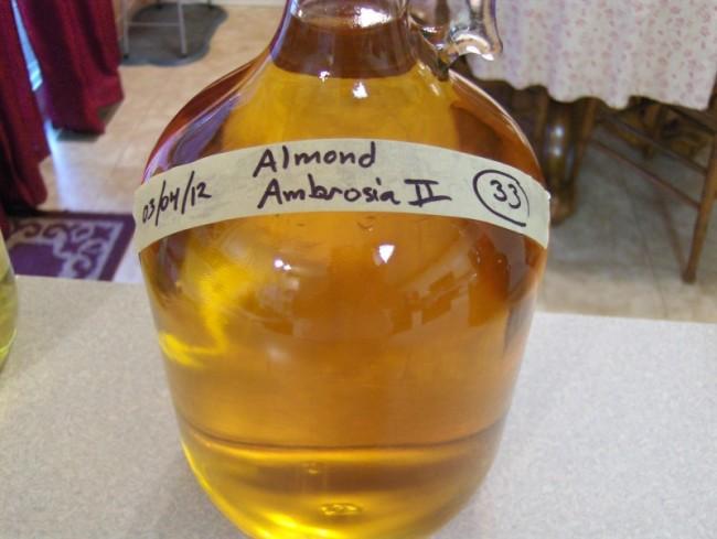 Бутыль с медовухой и подписью на английском