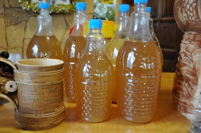 Пластиковые бутылки с медовухой