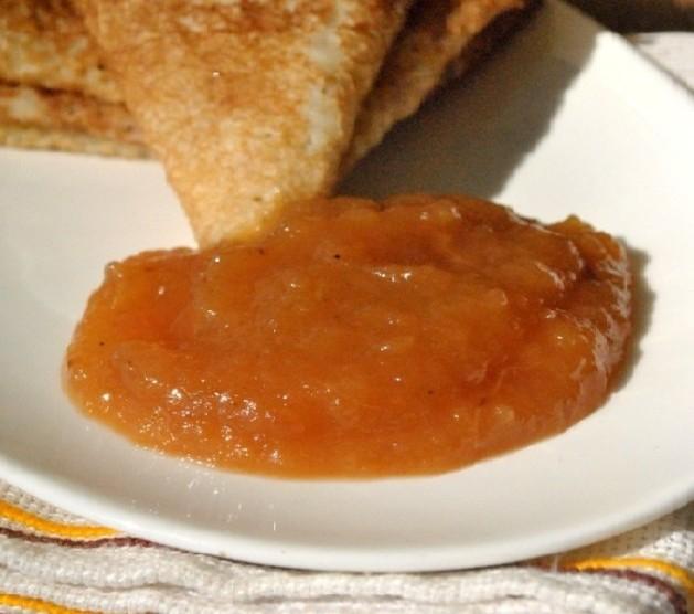 Готовое яблочное повидло с корицей и медом