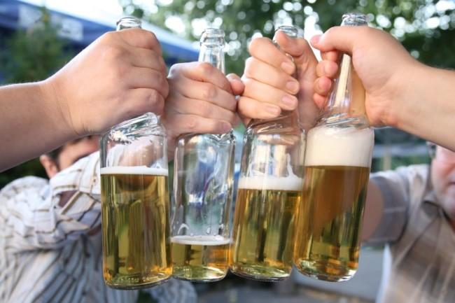Четыре бутылки с медовухой