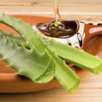 Листья алоэ и мёд в пиале