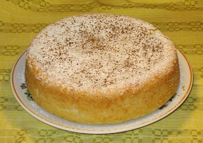 Нежный кекс с изюмом и медом