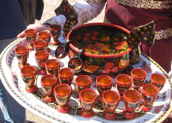 Чаши наполненные хмельным медом