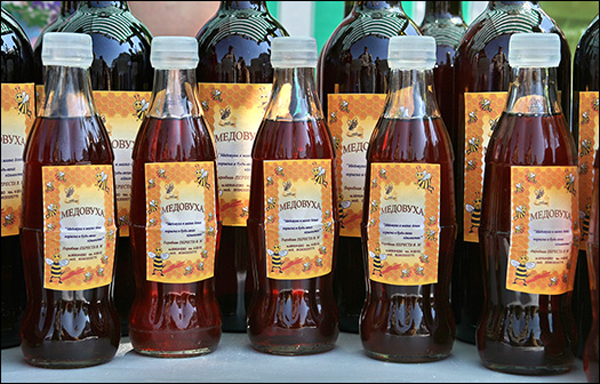 Темная медовуха в бутылочках