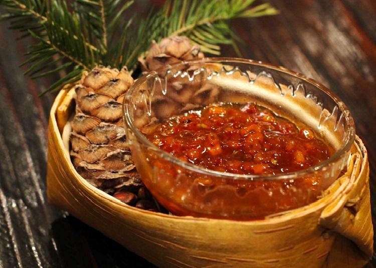 Густое витаминное варенье в пиале