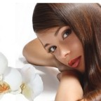 Коллаж девушки с цветком и меда с яйцом