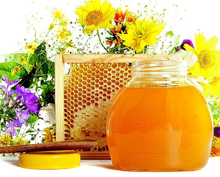 Мед и соты на первый спас