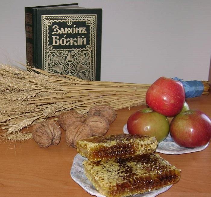 Первый урожай меда с яблоками и орехами