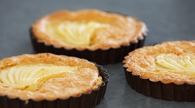 Пирожные с грушей в формочках