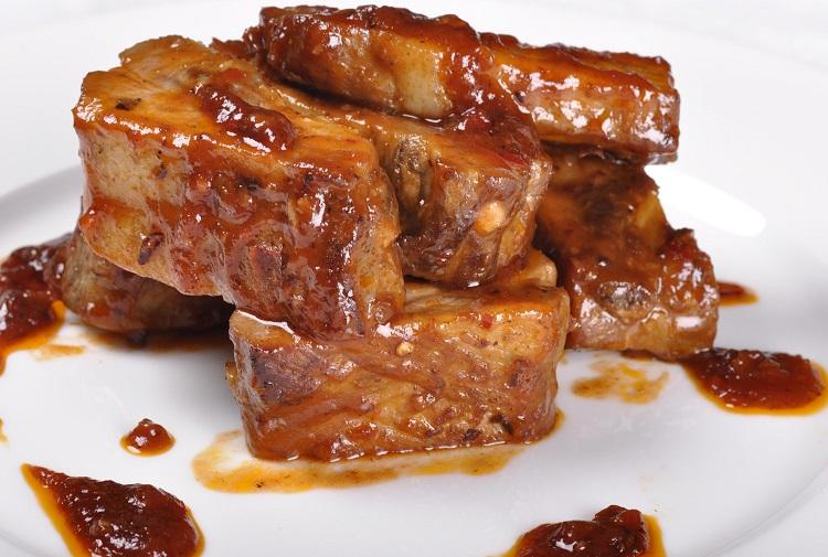 Пикантные запеченные ребра с медом