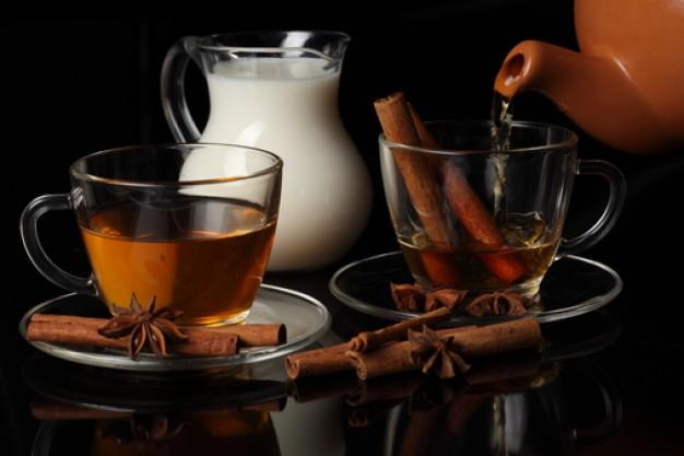Чай со специями в кружке