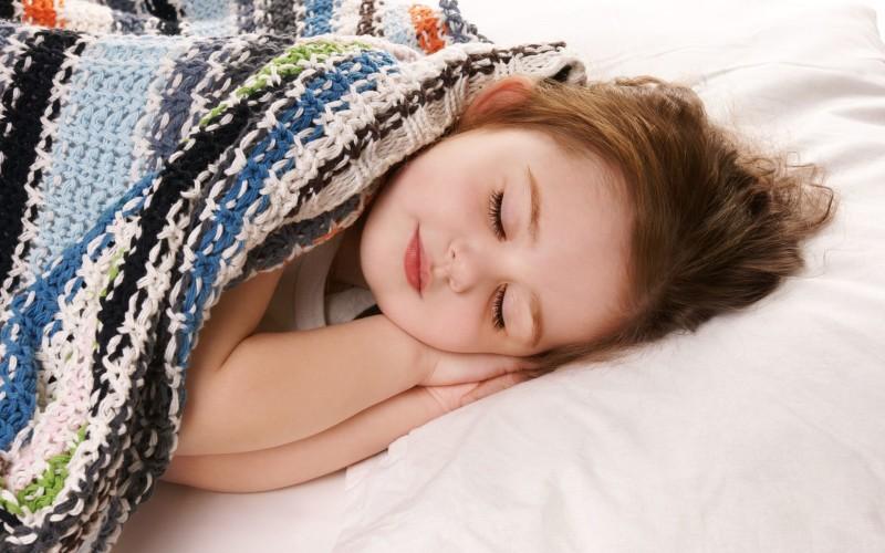 Спокойно спящий ребенок