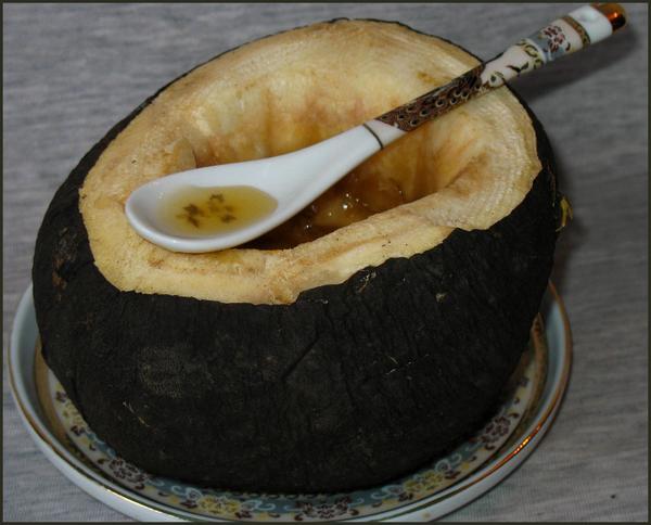Редька черная на блюдце с ложкой