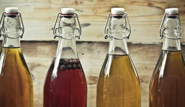 Приготовленная медовуха в бутылках
