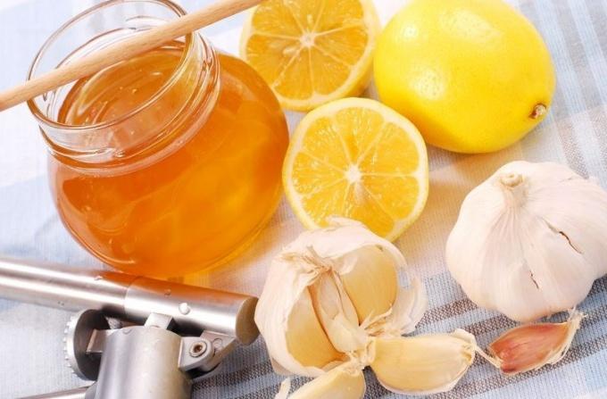 Готовим эликсир молодости из чеснока, лимона и меда