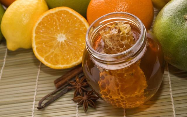 Мёд с прополисом в стеклянной банке