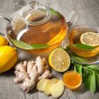 Напиток с корнем имбиря, лимоном и мёдом