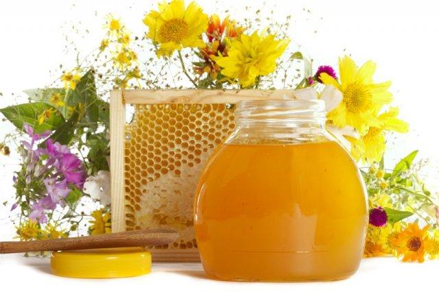 Соты и банка с цветочным нектаром